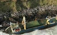 Bất ngờ về con tàu mà dạt vào bờ biển nhờ bão lớn