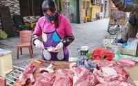 """Thứ 6 (29/5): Thịt lợn bán ở chợ dân sinh đánh dấu mức kỷ lục 200.000 đồng/kg, người tiêu dùng """"cắn răng"""" móc ví"""