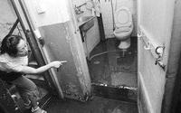 Thảm án trong nhà vệ sinh: Con gái ngoan hiền tự tay vấy bẩn chính mình khi sát hại bố mẹ và động cơ gây án đến hiện tại vẫn là ẩn số