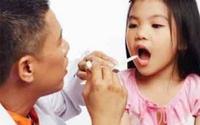 Cảnh giác trẻ viêm họng dễ biến chứng thành lồng ruột