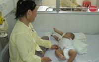 Cứu sống bé 5 tháng tuổi mắc tay chân miệng