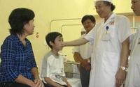 Cậu bé 13 tuổi thoát cảnh 11 năm ăn bằng ống xông