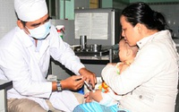 """Phụ huynh lo lắng vì """"cháy"""" vaccine tiêm dịch vụ"""