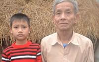 Rơi nước mắt cụ ông 80 tuổi và đứa trẻ mồ côi trong căn nhà lá