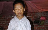 Ước mơ cơm có thịt của người đàn ông U50 trong hình hài đứa trẻ