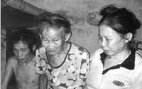 Mẹ 90 tuổi vật lộn sống với hai người con tâm thần