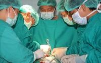 Lần đầu tiên ở VN: Bác sĩ mổ tim, bệnh nhân vẫn nói chuyện bình thường