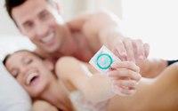 Rách bao cao su khi 'yêu' chồng nhiễm HIV
