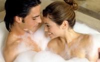 Lo có thai khi tắm chung với bạn trai