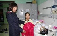 Quà tết ấm áp đến với cô bé bị viêm não Nhật Bản