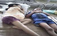 Quặn lòng gia cảnh nghèo, hai chị em cùng chờ chết