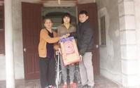 Qùa Tết đến với cựu nữ đô vật Lê Thị Huệ