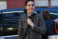 """Chiếc áo khoác mà công nương Kate diện dự là sẽ hết hàng khắp """"mọi mặt trận"""""""