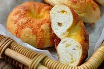 Tự làm bánh mỳ phô mai thơm mềm nóng hổi ăn sáng cực ngon