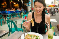 8 sự thật khiến bạn nghĩ lại việc đi ăn hàng