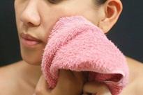 Con gái 14 tuổi mặt sưng húp, sốt caophải nhập viện, mẹ nhìn vào phòng tắm liền rõ lý do