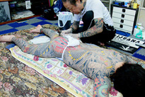 Huyền thoại vẽ tranh lên da thịt người
