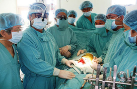 Bệnh viện Trung ương Huế: Lần đầu tiên thực hiện cấy tim nhân tạo bán phần