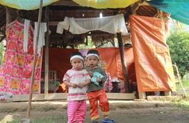 Vòng tay Nhân ái (MS 162): Xót lòng cặp song sinh 3 tuổi không có bố nay lại mồ côi mẹ