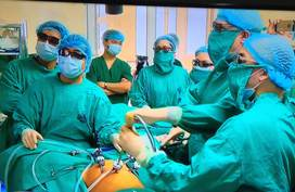 """Lần đầu tiên xem """"người mở đường"""" phẫu thuật nội soi 3D ung thư đại trực tràng"""