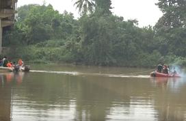 Bình Dương: Vợ nhảy sông, chồng lao theo cứu nhưng mất tích