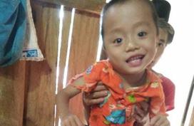 Xót xa hoàn cảnh cậu bé 5 tuổi bị bố mẹ bỏ rơi