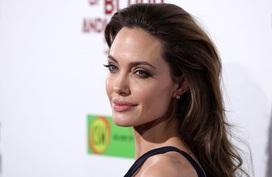 Bác sĩ của Angelina Jolie đưa ra lời khuyên phòng ngừa ung thư vú khiến nhiều người bất ngờ