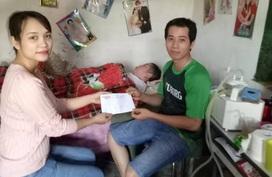 Món quà đầu năm đến với cô gái trẻ vừa sinh con thì bị liệt