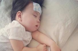 Cách hạ sốt an toàn cho bé