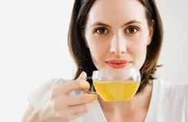 Phụ nữ sau sinh uống chè mỗi ngày có tốt?