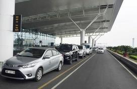 Đi Nội Bài chỉ 150 ngàn: Taxi sân bay thời dìm nhau đến