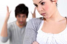 Chồng nhiều lần nhắn tin với khách hàng nữ