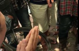 Lời kể người chứng kiến vụ vợ hô cướp, chồng bị dân truy đuổi đánh gãy răng gây náo loạn ở Hà Nội