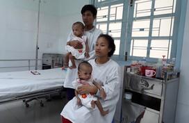 Cặp song sinh dính liền phần mông sắp xuất viện sau phẫu thuật tách rời