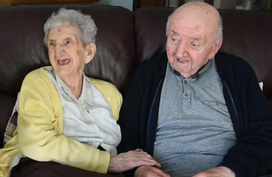 Mẹ già trăm tuổi dọn vào viện dưỡng lão để chăm sóc con trai 80 tuổi: Làm mẹ là một việc không bao giờ ngừng!