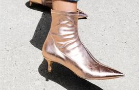 """Boots đế ngắn """"tin hin"""" - thiết kế không thể bỏ qua khi vào mùa trời đang nắng bỗng nhiên mưa rào"""