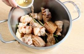 Chỉ thay đổi 1 nguyên liệu thôi mà người Hong Kong có món thịt kho trứng siêu ngon thế này!
