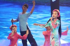 Bé 14 tuổi hát 'Một khúc tâm tình người Hà Tĩnh' được Quang Linh khen nức nở