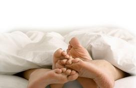 Những điều phụ nữ làm trên giường khiến cảm hứng của chồng 'đứt phựt'