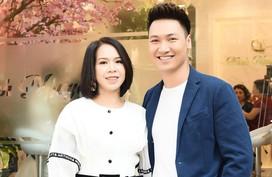 Vợ chồng diễn viên Mạnh Trường xuất hiện sự kiện trải nghiệm Waka Biha
