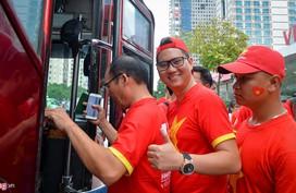 Người hâm mộ sang Lào cổ vũ ĐT Việt Nam ở trận ra quân AFF Cup