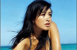 Nỗi khổ của mỹ nhân gốc Việt U50 sau khi lấy chồng kém 12 tuổi