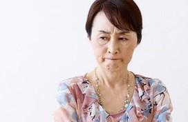 Năm đầu làm dâu, bị mẹ chồng ghét bỏ vì gia đình bên ngoại không sang chúc Tết