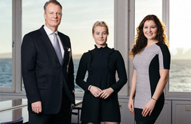 Bất ngờ 2 ái nữ siêu giàu: Tuổi 20, mỗi người cất riêng 1,4 tỷ USD