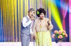 Việt Hương khóc vì tiết mục tình yêu của Akira Phan