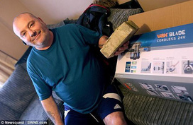 Mua máy hút bụi gần 5 triệu qua mạng, người đàn ông nhận ngay 2 thứ