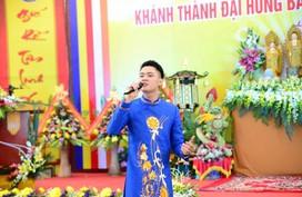 Chàng ca sĩ - người mẫu 9x đắt sô mùa Phật Đản