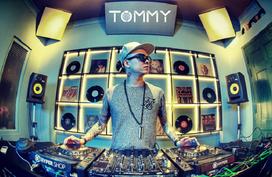 DJ Tommy đứng cùng sân khấu với loạt sao nổi tiếng thế giới tại Séc