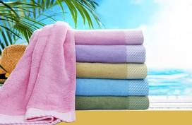 Nên mua khăn gì cho gia đình du lịch hè?