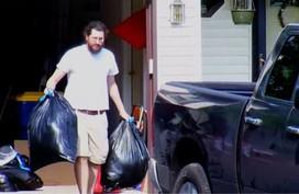 Con trai 30 tuổi bị đuổi ra khỏi nhà bố mẹ Mỹ sau khi thua kiện